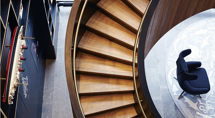 Curved staircase Citizen M